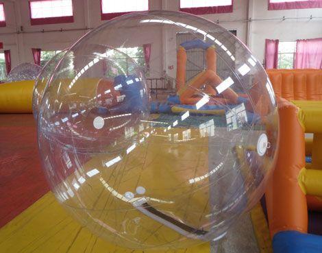 bolas de agua transparentes. 1 foto
