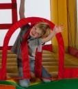Niño dentro de hinchable Fun Palace