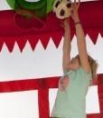 Niño jugando al balón en hinchable Fun Palace