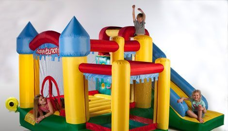 niños en mini hinchable Fun Palace